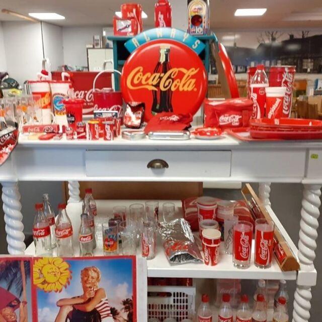 CCC  Nee hoor, PortAgora wordt heus geen café of cantine. Wel hebben we een heuse Coca-Cola Collectie van een verzamelaar gekregen. Voor de liefhebbers! Dit is je kans om voor een prikkie (!) je CC-verzameling een lekkere 'boost' te geven.  #cocacola #collectie #verzameling #vooreenprikkie #PortAgora #KringloopWarenhuis #CentrumEuropeseSamenwerking #kringloop #kringloopwinkel #tweedehands #goedkoop #Tilburg #TilburgCentrum #KoningspleinTilburg #recycle #reuse #thriftshop #socialeprojecten #goededoelen #studenten